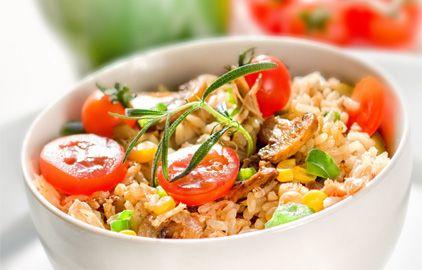 šalát z hnedej ryže