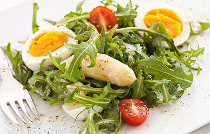 diétny recept - špargľový šalát s vajíčkom
