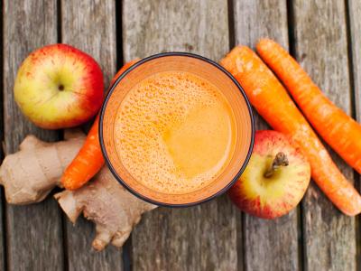 diety-a-chudnutie-raw-zázvorový-smoothie-s-mrkvou-a-jabĺčkami