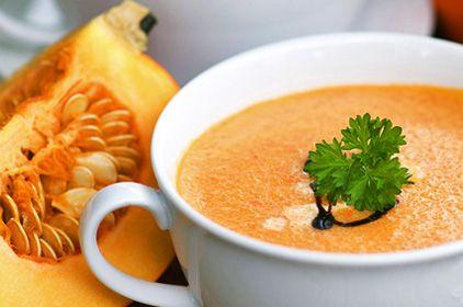 mrkvová polievka s tekvicou a zázvorom