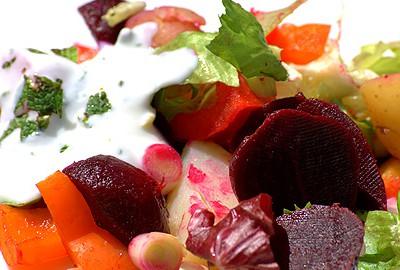 zeleninový šalát s cmarom